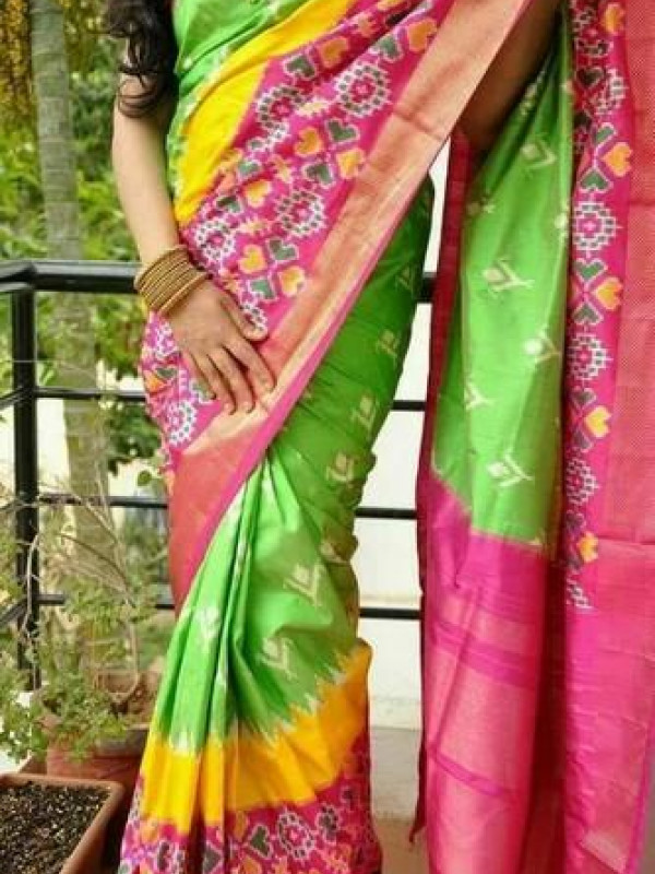 Entrancing Green And Pink Color Soft Silk Saree VMRSC-3054